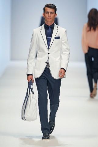 Chanel-Style-Anzug für den Sommer 2011 von BossBlack