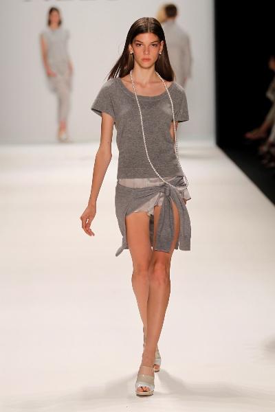 grau ist eine neue farbe bei allude zur mbfwb juli 2011. Black Bedroom Furniture Sets. Home Design Ideas