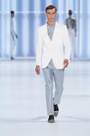 Weiß-Grau-Kombination von HUGO auf der Mercedes Benz Fashion Week Berlin Juli 2011