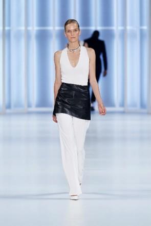 Weiß schlicht kombiniert - schön - HUGO Mercedes Benz Fashion Week Berlin 2011