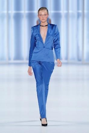 glänzendes Blau bei HUGO zur Fashion Week Berlin 2011