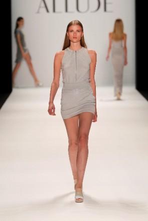 kurzes Kleid von Allude bei der Fashion Week Berlin 2011