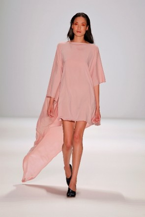 Sommerkleid von Perret Schaad zur Fashion Week Berlin 2011