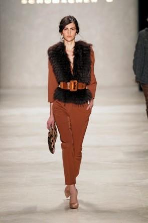 Dorothee Schumacher Modefarbe Braun und Pelz oft in der Kollektion zur Fashion Week Berlin