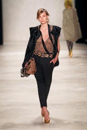 Dorothee Schumacher - betonte Schultern bestimmend zur MB Fashion Week 2012