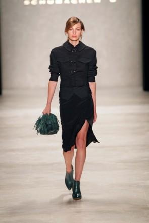 Dorothee Schumacher - eines ihrer seltenen schwarzen Kleider zur Fahion Week Berlin 2012