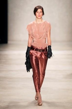 Dorothee Schumacher - seidiger Glanz und schmale Taille - MB Fashion Week 2012