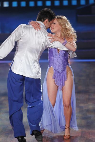 Stefanie Hertel bei Lets dance 2012 mit Sergiy Plyuta - Foto: (c) RTL / Stefan Gregorowius