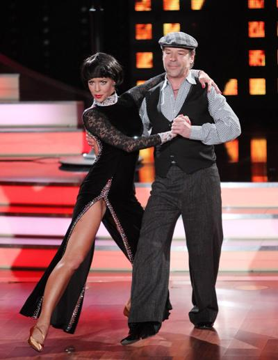 Patrick Lindner bei Lets dance 2012 mit Isabel Edvardsson als Mireille Mathieu - Foto: (c) RTL / Stefan Gregorowius